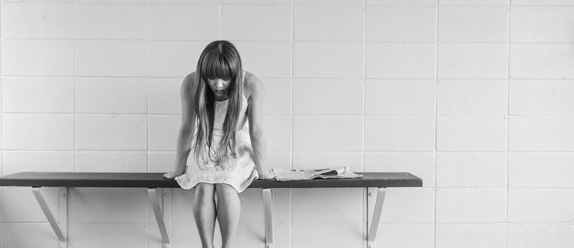 worried-girl-413690_1280 deprese